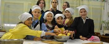 Wir backen den Apfelkuchen — «Strudel-Fest» in «Yablonka», Kaliningrad