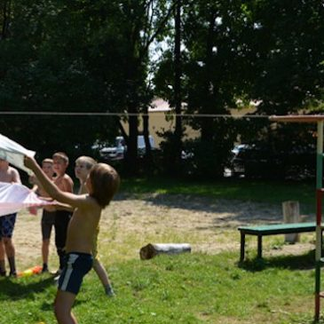 "Water Balloons Game ""Kapitoshki"" Is Fun! – Yablonka Summer Camp 2013"